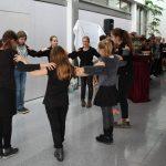 Schüler tanzen