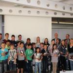 Gruppenphoto mit Schülerinnen und Schülern