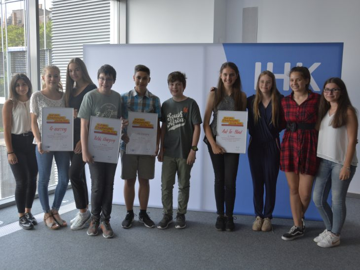 Strahlende CLGler beim zweiten Businessplanwettbewerb für Schüler der IHK Ulm