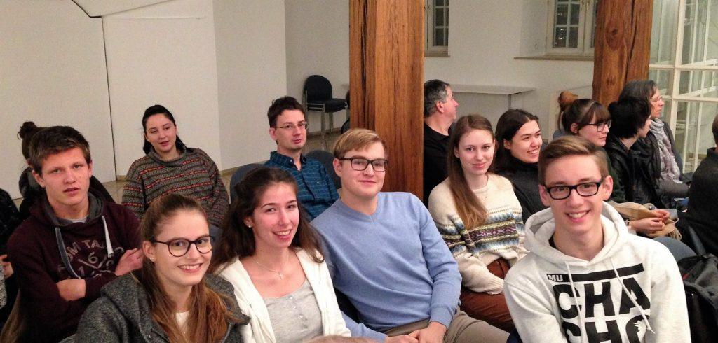 CLG-Schüler aus Wirtschaftskursen diskutieren mit SWR-Korrespondentin